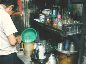 Quán tốt - Món ngon: Độc đáo quán cà phê vợt 10.000 đồng ở Sài Gòn
