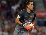 Tới Man City, Claudio Bravo được Barca tri ân