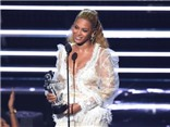 Beyonce đại thắng giải MTV VMA; Rihanna nhận giải từ người tình cũ