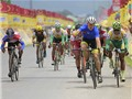 Đội xe đạp Lào gây sốc ở giải diễn ra tại Việt Nam