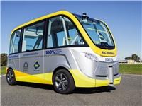 Xe buýt không người lái chở 11 người xuống phố