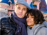 """Vụ ly hôn của Halle Berry & Olivier Martinez đang """"đóng băng"""""""