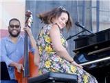 Norah Jones trở lại 'cội rễ' jazz với album mới