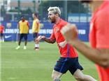 Leo Messi và đồng đội trình diễn siêu kĩ thuật trên sân tập