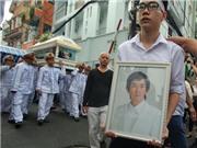 Bố Minh Thuận lạc giọng gọi con ở đám tang