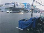 Mưa kinh hoàng tại TP.HCM: Nước tràn vào trung tâm thương mại