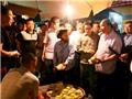 HÌNH ẢNH Thủ tướng bất ngờ kiểm tra chợ Long Biên lúc rạng sáng