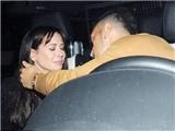 Bạn gái Oezil khóc nức nở sau khi rời hộp đêm