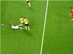 Bỏ bóng đá người, Ronaldo đối mặt án treo giò