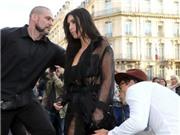 Video: Kẻ sàm sỡ Gigi Hadid lại ra tay với cô chị Kim Kardashian