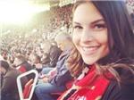 Nữ MC xinh đẹp của Arsenal hứa lột đồ nếu đội nhà vô địch