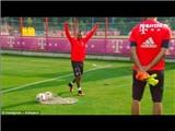 Arturo Vidal ghi bàn 'siêu ảo' trên sân tập