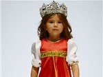 Bé gái 4 tuổi thành thạo 7 thứ tiếng chủ yếu do tự học