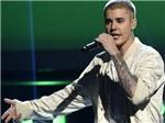 Justin Bieber sa sầm mặt mày vì bị người hâm mộ ngó lơ