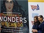 LHQ bị chỉ trích vì chọn siêu anh hùng Wonder Woman khiêu gợi làm Đại sứ