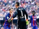 Fan Barca phát sốt vì nụ hôn gió 'đá đểu' của Messi sau khi đá penalty