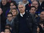 Mourinho và Pogba bị mỉa mai khi Man United thua 0-4 Chelsea