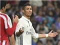 Căng thẳng đến tột độ, Cristiano Ronaldo đang tự rời xa Quả bóng Vàng