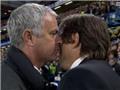 Jose Mourinho đã tuyệt vọng tới mức phải THÌ THẦM vào tai Antonio Conte