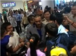 Ba con tin Việt Nam bị cướp biển bắt cóc đã về tới Nội Bài