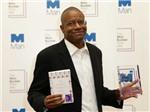 Chủ nhân giải Man Booker 2016: Nhà văn hài hước nhất nước Mỹ