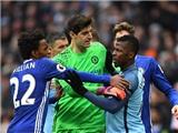 Chelsea và Man City có thể bị phạt sau rắc rối từ pha vào bóng nguy hiểm của Aguero