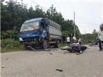 Bình Phước: Xe máy đấu đầu xe tải khiến 2 người bị thương nặng