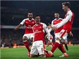 Arsenal 3-1 Stoke: Walcott và Oezil tỏa sáng, 'Pháo thủ' tạm soán ngôi đầu bảng của Chelsea