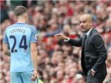 Pep Guardiola công khai xin lỗi John Stones sau trận thắng Arsenal