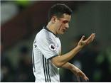 Man United thắng, Herrera đổ máu, khoe chiến tích với 3 mũi khâu trên mặt