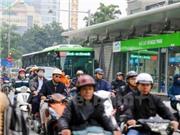 Chùm ảnh: Xe bus nhanh 'chết cứng' giữa xe máy sau nghỉ lễ
