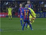 Mascherano chơi bóng bằng tay, Barca thoát penalty trước Villarreal