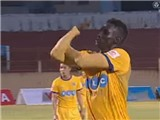 Đội trưởng FLC Thanh Hóa nhận thẻ đỏ vì hành động xấu xí, khiêu khích CĐV Khánh Hòa