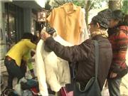 Tủ quần áo từ thiện 'đắt hàng' ngày giá rét