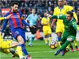 Messi cân bằng kỷ lục của Raul: Ngày lịch sử ngả mũ trước huyền thoại