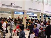 Sân bay Tân Sơn Nhất đông nghẹt hành khách từ tờ mờ sáng