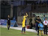 Khiêu khích tục tĩu CĐV, tiền đạo Omar bị treo giò 8 trận