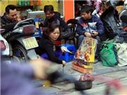 Tiễn Ông Công, ông Táo trên phố Hà Nội