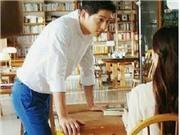 Fan 'phát sốt' vì Song Joong Ki đăng ảnh tươi cười bên một phụ nữ bí ẩn