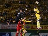 B.Bình Dương – FLC Thanh Hóa: 2-2: 'Trọng tài Việt Nam tốt hơn cả trọng tài châu Âu'