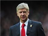 Arsene Wenger xin lỗi, nhưng vẫn đối mặt án phạt vì hành động không đẹp với trọng tài