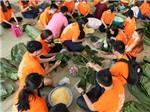 Sinh viên TP. HCM gói 1.200 bánh chưng tặng người nghèo ăn Tết