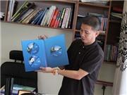HLV Hoàng Anh Tuấn với sở thích sưu tập sách về bóng đá