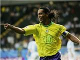Ronaldinho tái hiện đường chuyền 'lườm rau gắp thịt' trong ngày trở lại PSG