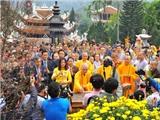 Phát lộc gây lộn xộn tại chùa Hương: Lễ hội phải nằm trong kịch bản