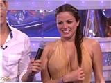 Sốc vì camera quay cận cảnh ngực nữ thí sinh trong game show nhảy cầu