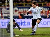 AC Milan thắng khó tin trong thế bị đuổi 2 người