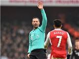 Trọng tài Clattenburg hối hận, xin lỗi vì công nhận 'bàn thắng bằng tay' của Sanchez