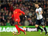 Mane tỏa sáng, Liverpool vẫn chưa hết lo