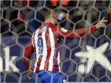 Torres lập siêu phẩm khó tin rồi... đá hỏng phạt đền, Atletico thắng chật vật